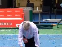 Video: Salatino cruzó de rodillas la cancha por el triunfo en la Davis