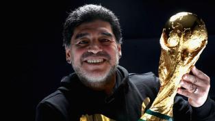 Maradona se reencontró con la Copa Mundial de la FIFA