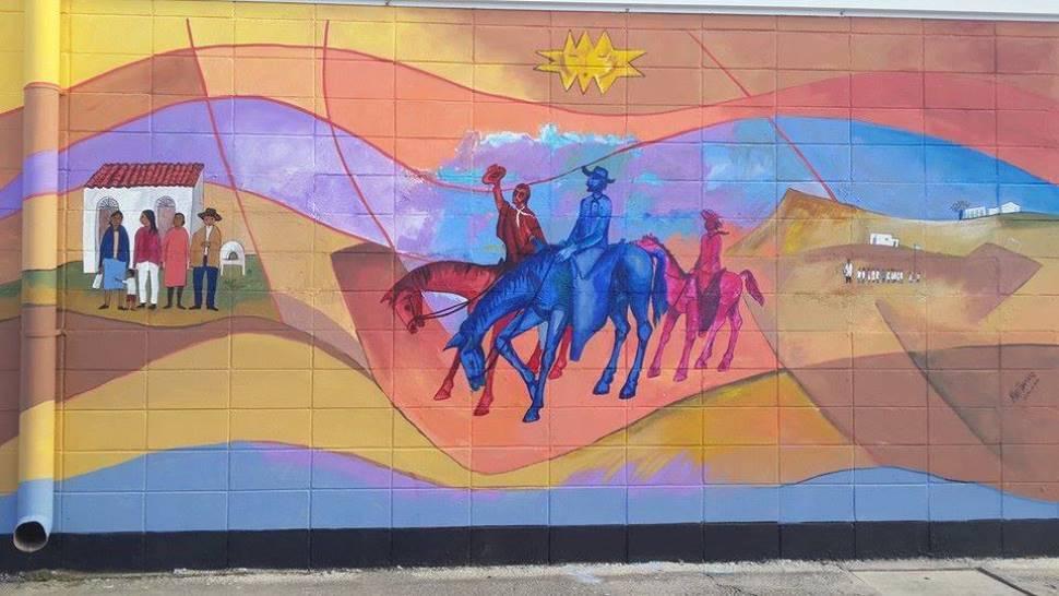 Murales tapados en la municipalidad lo que se hizo fue for Como tapar la humedad de la pared