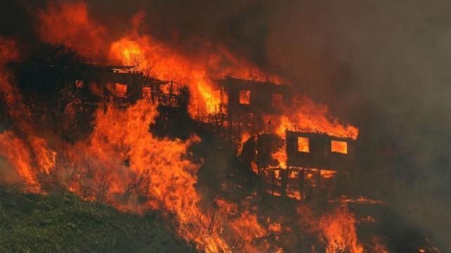 Onemi declara alerta roja en la Región de Valparaíso por incendio forestal
