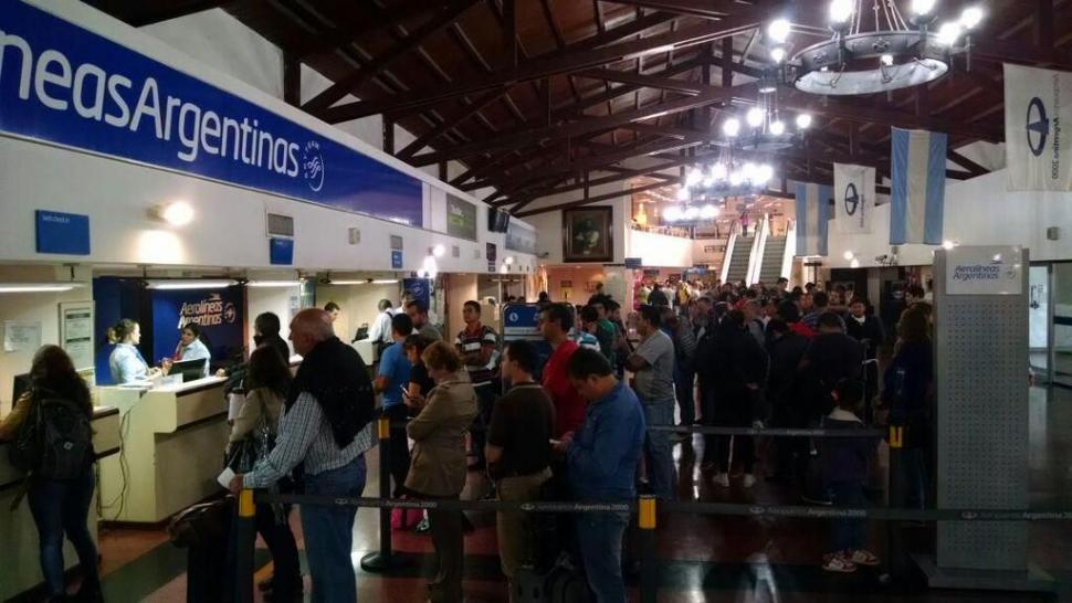 Cancelan vuelos de Aerolíneas Argentinas