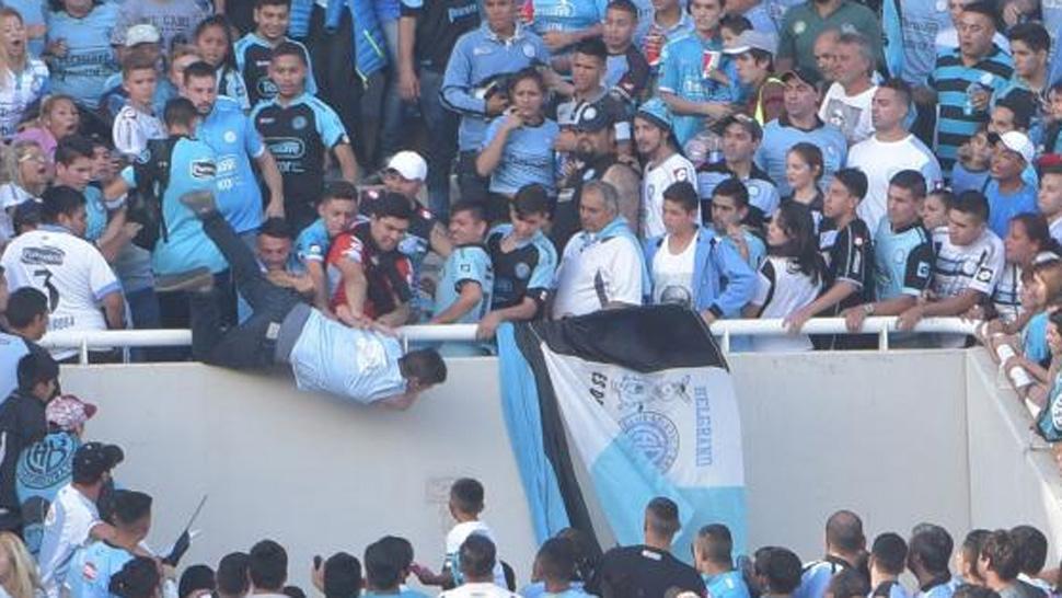 Muere el aficionado argentino que fue lanzado desde las gradas