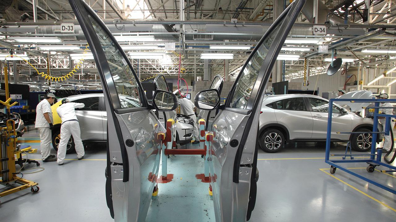 Según la UIA, la producción industrial se hundió un 9% en febrero