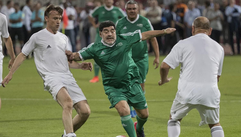 Maradona y Chiqui Tapia, en el picadito de la FIFA