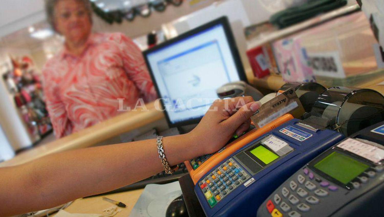 AFIP lanza un sistema de fotodenuncias para quienes no acepten débito