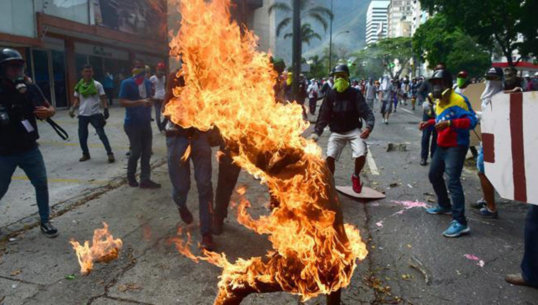 Chocan Oposición y Policía en Venezuela