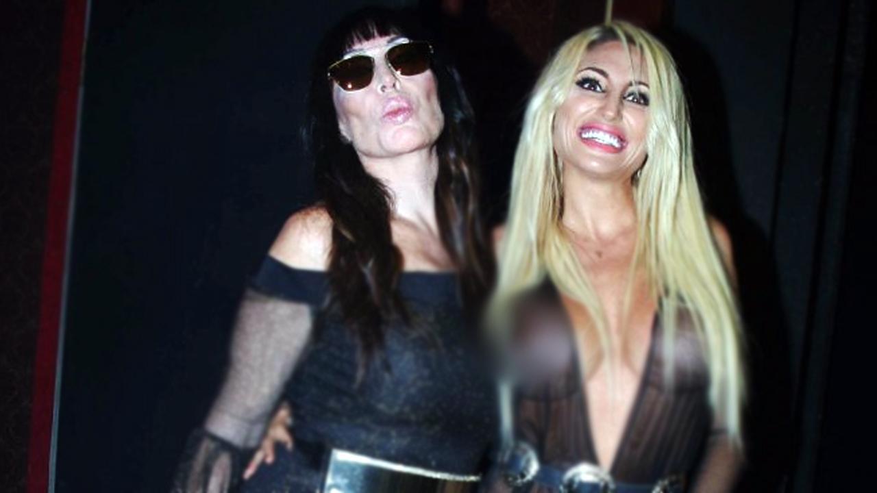 Moria Casan y Vicky Xipolitakis desnudas y en la cama
