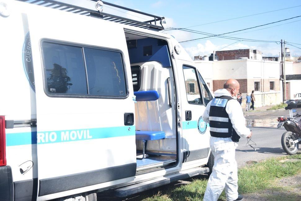 Encontraron a una mujer sin vida en un descampado de Villa Lavalle