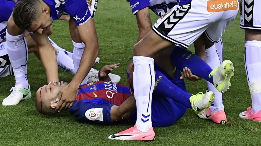 La final de la Copa del Rey duró ocho minutos para Mascherano