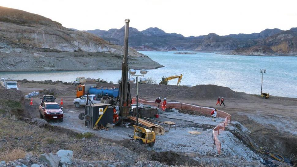 Entidades chilenas trabajan en conjunto para rescatar a 2 mineros atrapados