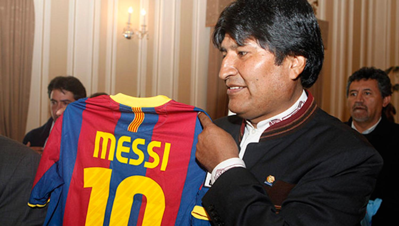 Maradona felicitó a Messi por su boda pese a no estar invitado