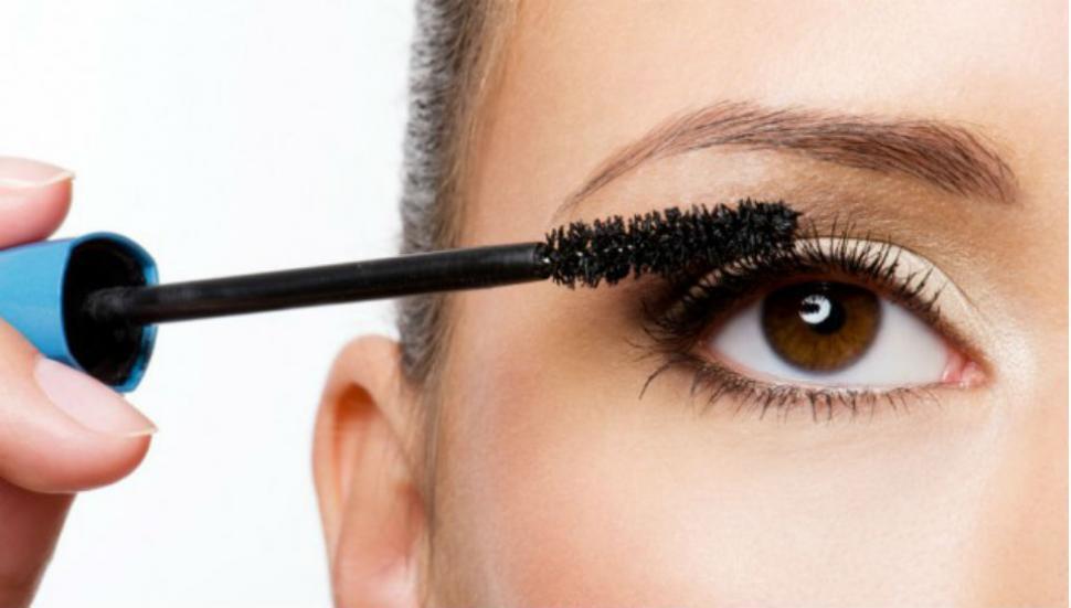 La Anmat prohibió el uso de cuatro maquillajes y un medicamento