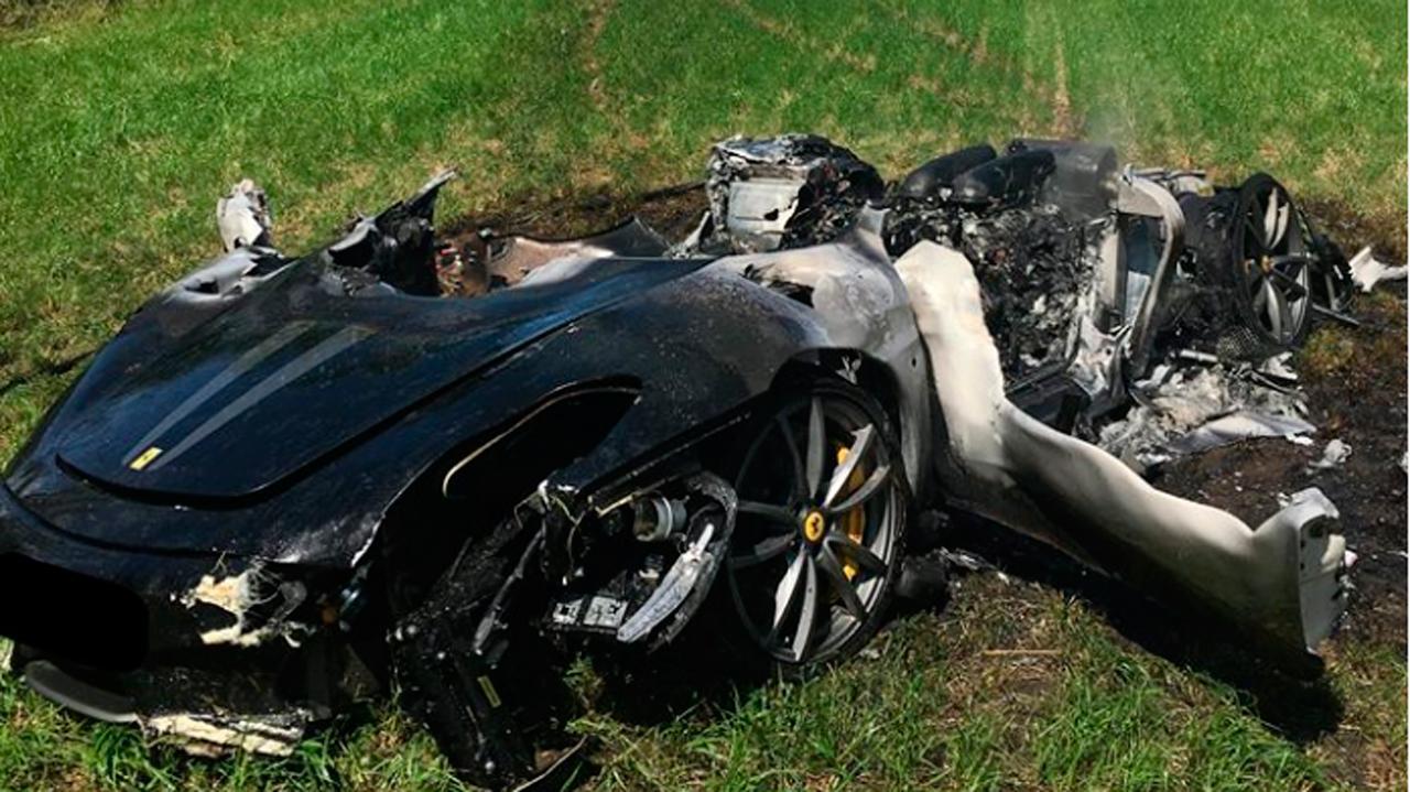 Hombre choca Ferrari una hora después de haberlo comprado