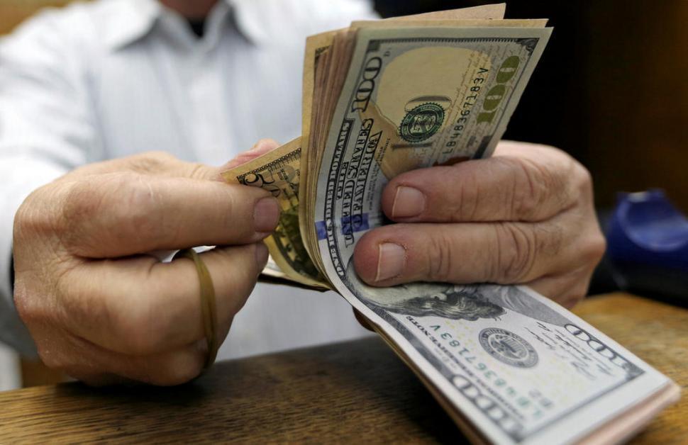 Avanzó nueve centavos pese a la intervención de la banca pública — Dólar