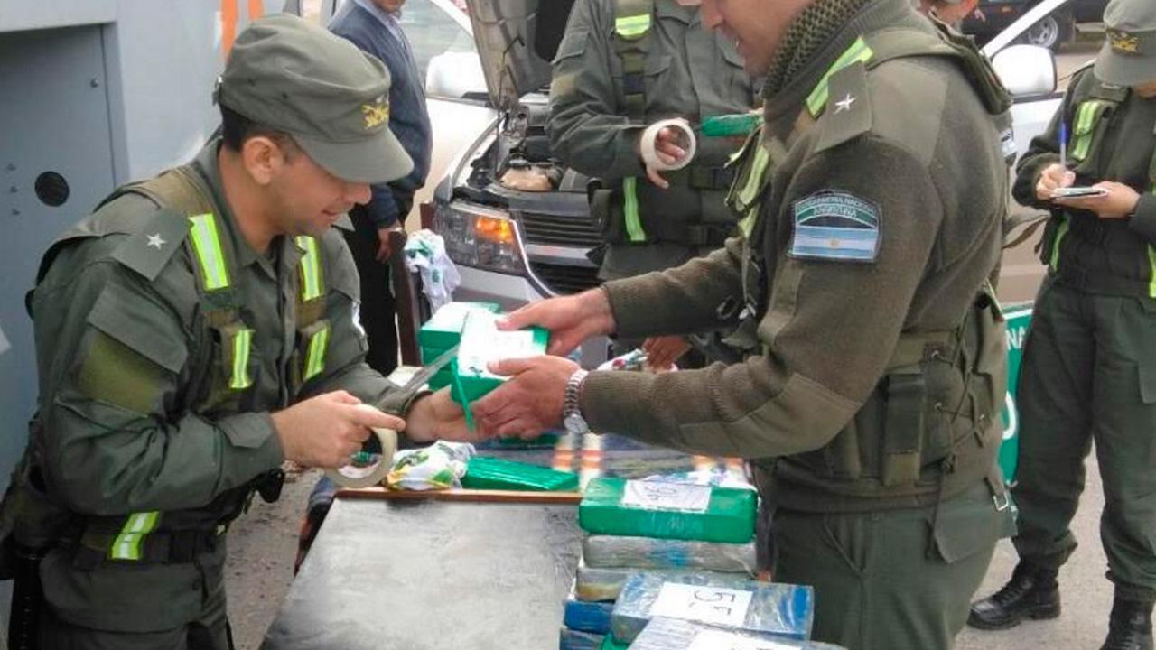 Una banda chocó a otra para robarle el cargamento de cocaína