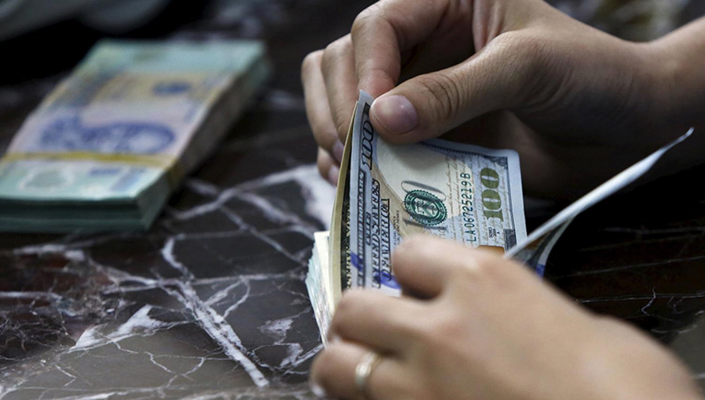 El dólar cotiza casi estable a $18