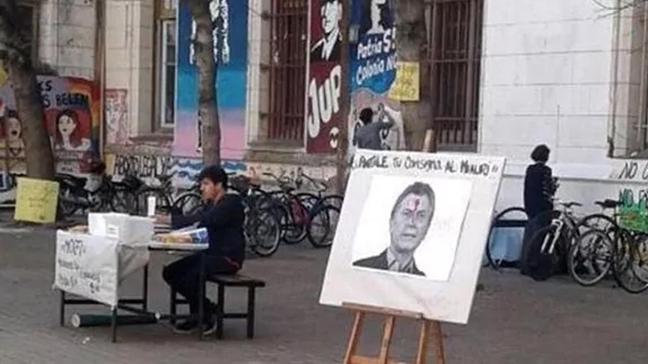 Polémica por un afiche de Macri con un balazo en la frente
