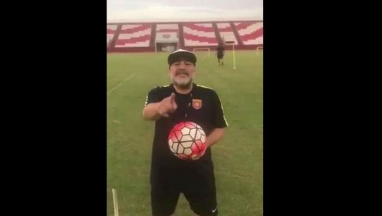 Vídeo: Maradona se desvive por un ex Ame
