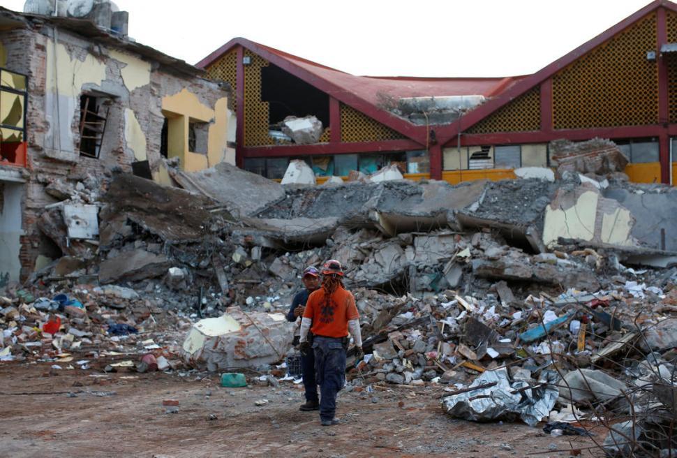 Suman 65 muertos tras sismo en México