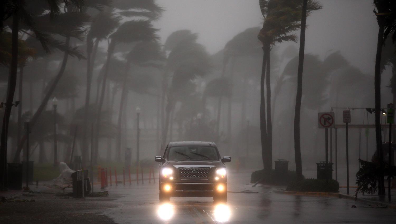 Irma degradado a categoría 2, pero aún con