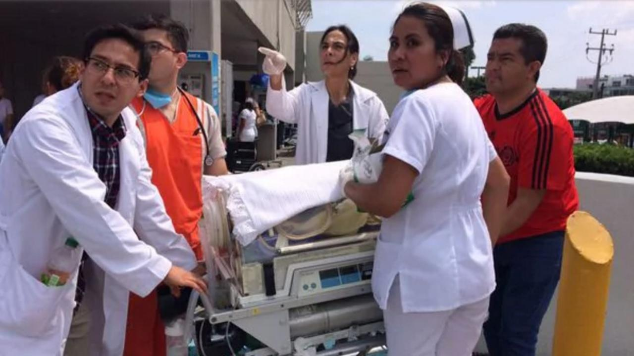 Bebé nace en medio de escombros tras sismo — Terremoto en México