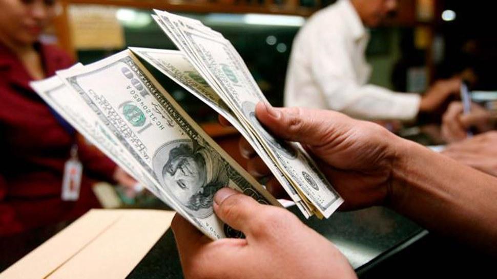 El dólar subió nueve centavos y cerró la jornada en 17,85 pesos