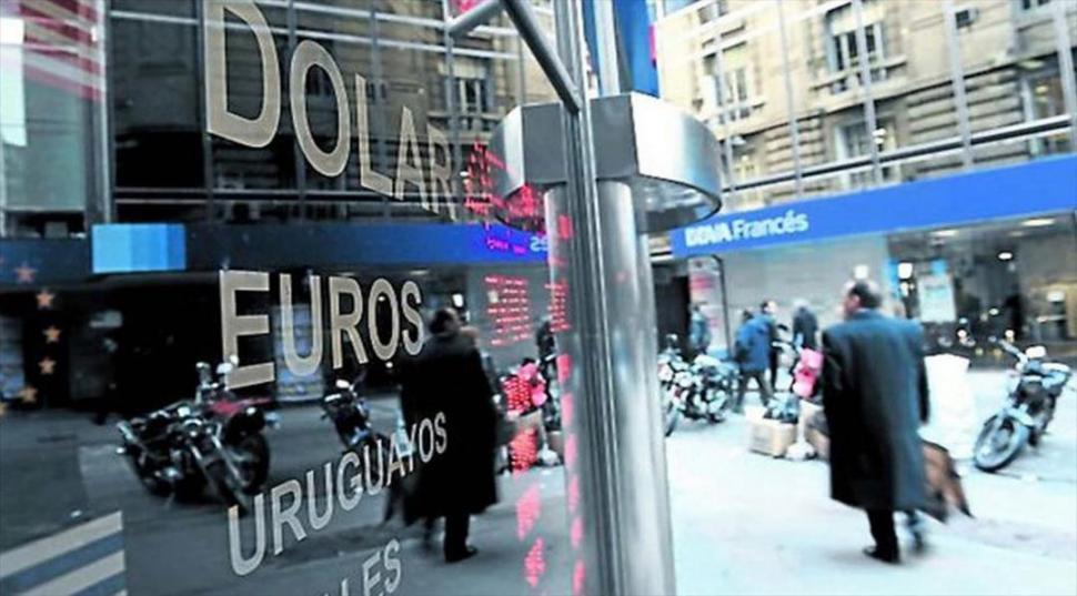 Rebote de octubre: el dólar minorista subió a $17,69 para la venta