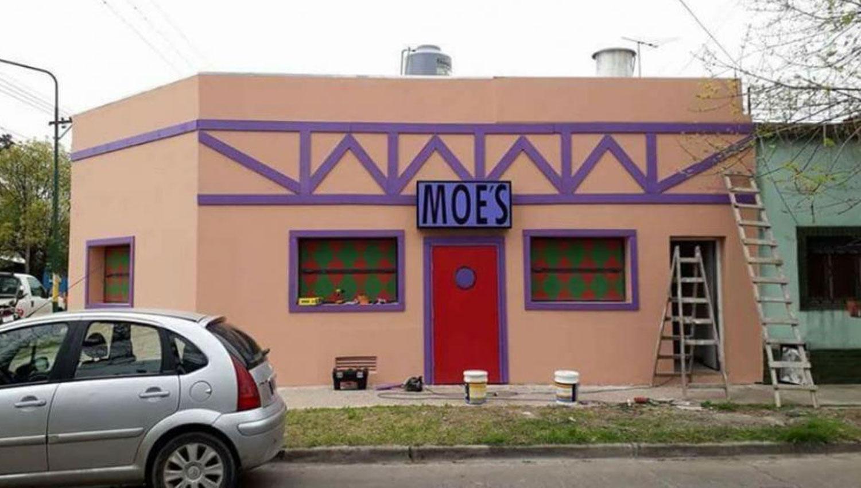 Recrean la taberna de Moe en Ituzaingó — Simpsons del conurba