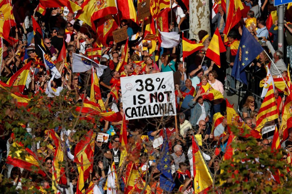 Tras la denuncia por rebelión, Puigdemont abandonó Cataluña y viajó a Bruselas