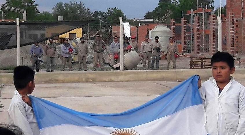 Salta: El gesto patriótico de un grupo de albañiles