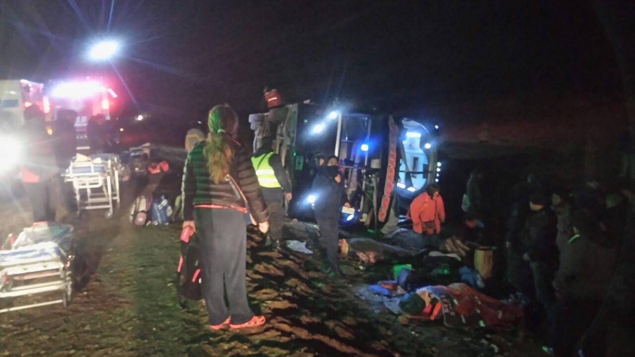 Volcó micro con docentes: un muerto y 40 heridos