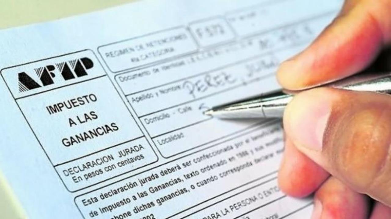 El medio aguinaldo podría ser alcanzado por el Impuesto a las Ganancias