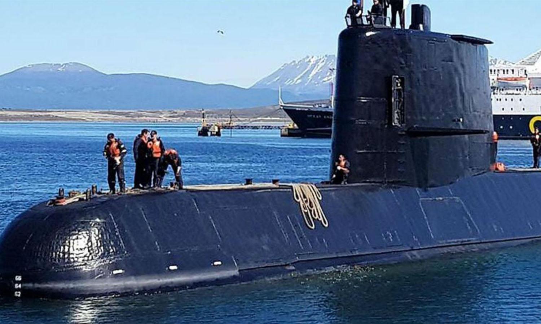 Dos buques siguen buscando al ARA San Juan