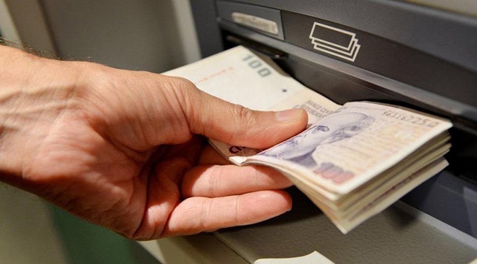 Bancos podrán embargar cuentas sueldo para cobrar préstamos — Polémico