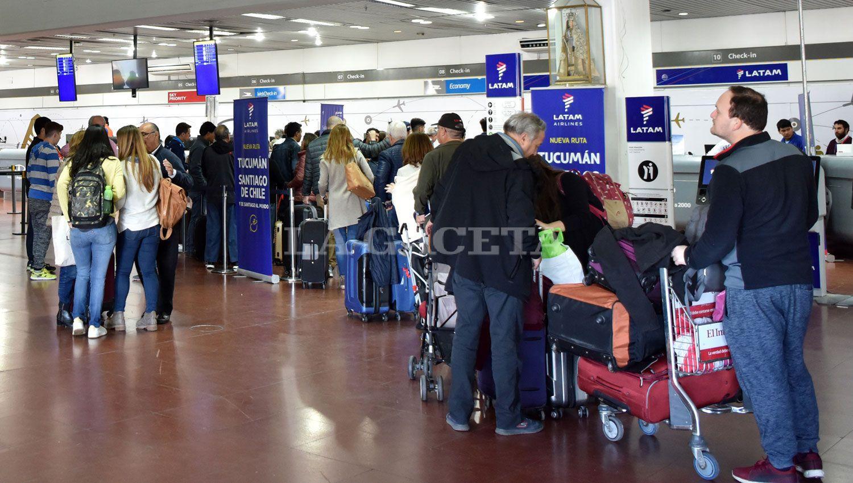 Por medidas de fuerza, el viernes podrían complicarse los vuelos de Latam