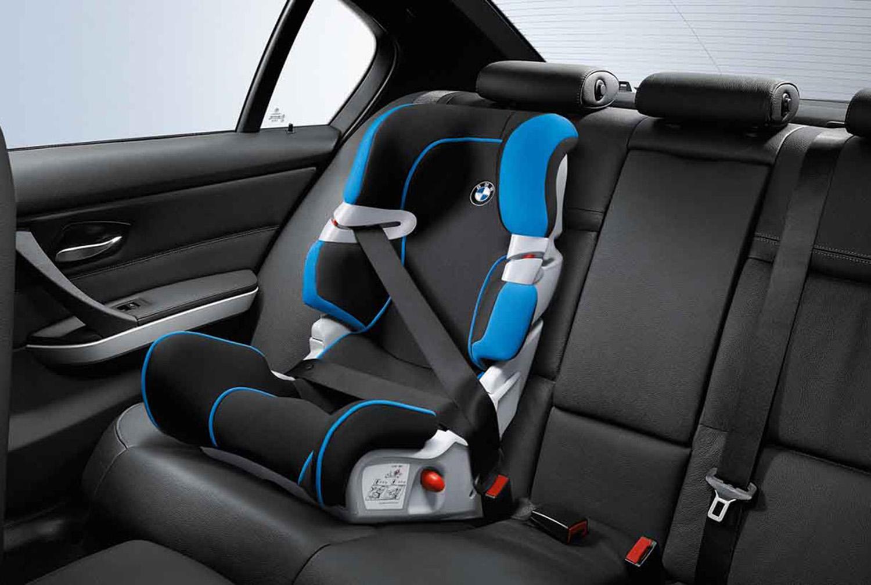 Menores de 10 años que viajen en auto, obligados a usar