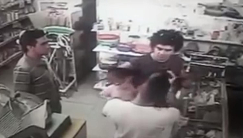 Gresca en un supermercado terminó con un bebé lesionado