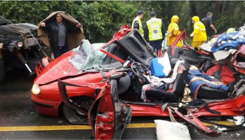 Tres argentinos murieron aplastados por un acoplado en una ruta de Brasil