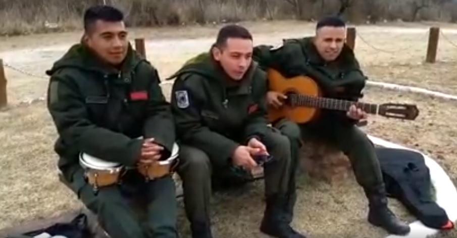 Tres gendarmes formaron una banda y sorprenden con su video