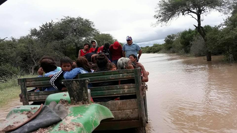 Casi 10.000 desplazados por inundaciones en Salta