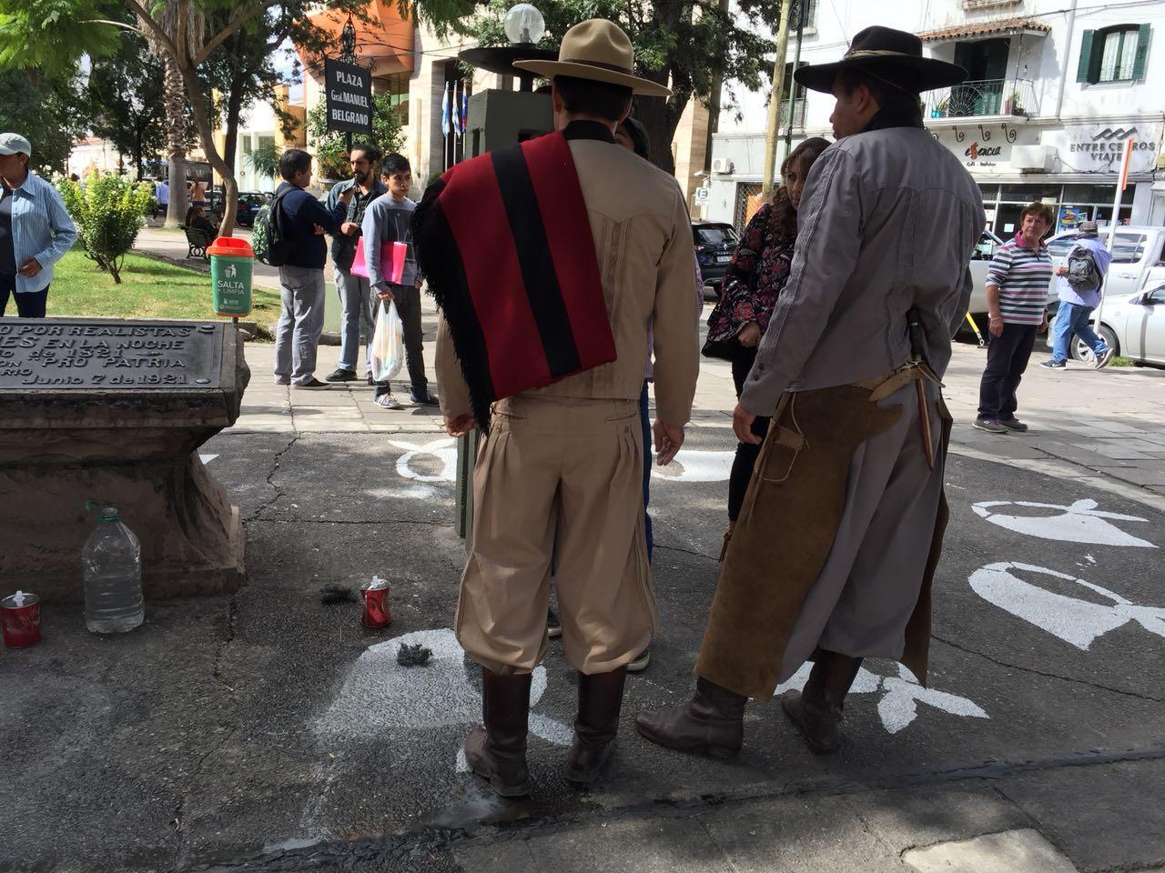Vandalismo en Vaqueros: atentaron contra pañuelos blancos pintados en una escuela