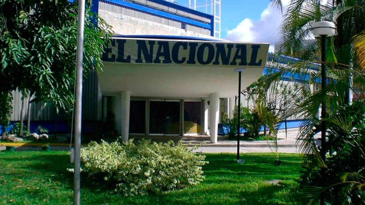 Colectivos asaltan sede de El Nacional en El Silencio