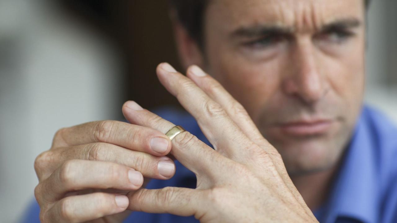 Padre de 9 hijos pide divorcio tras enterarse que era estéril