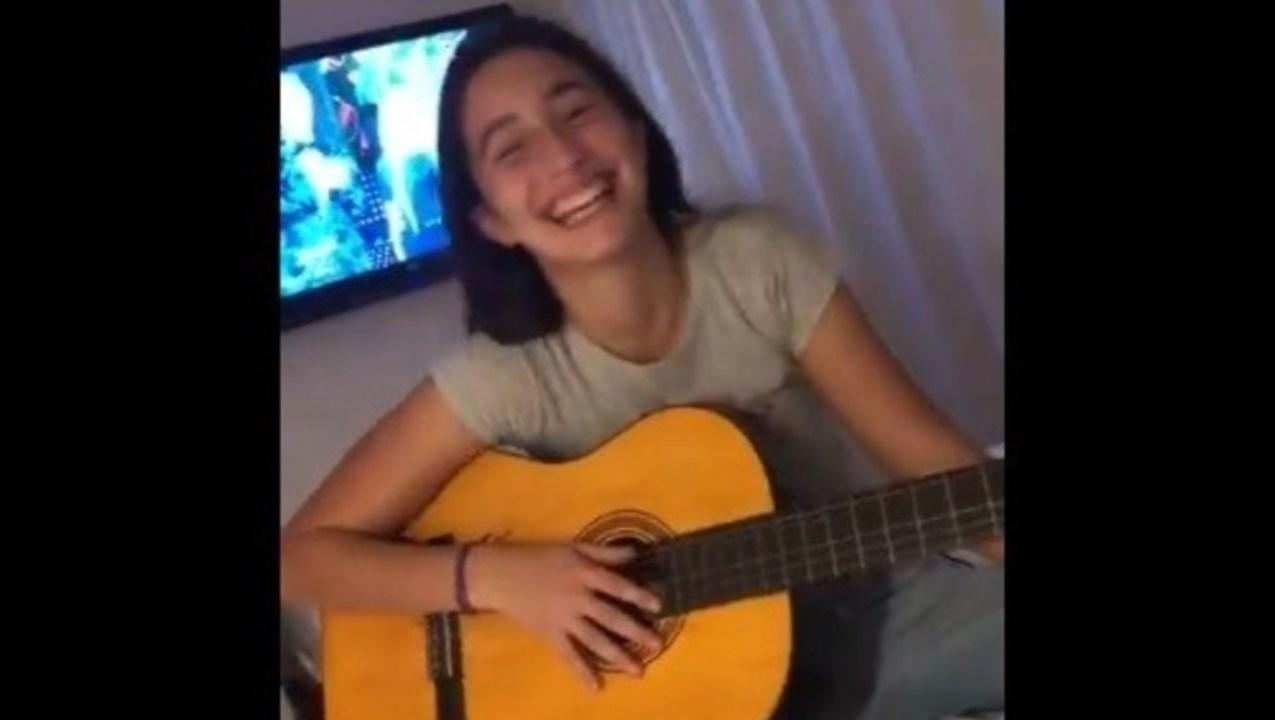 AsÍ canta Azul, la hija de Romina Yan