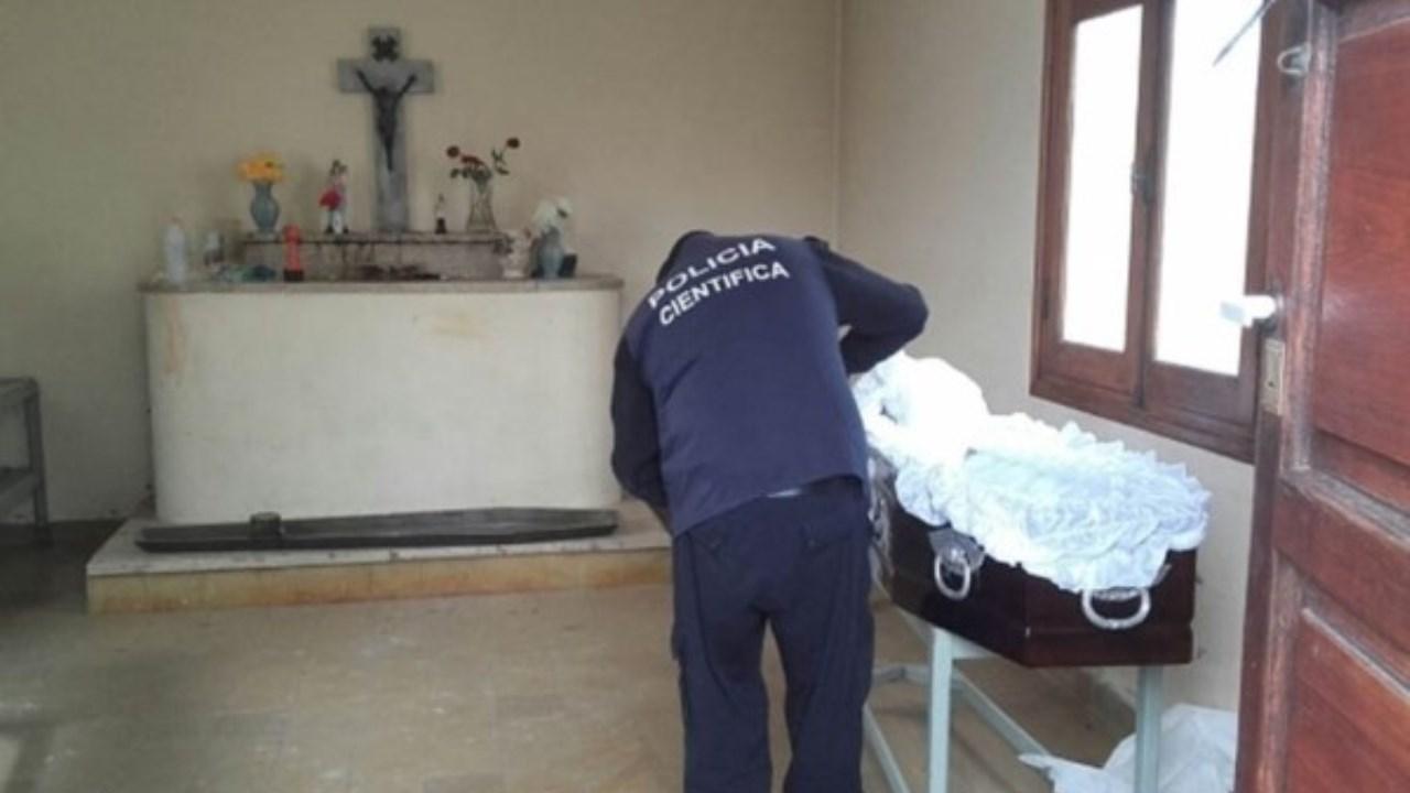 Profanaron ataúd de una mujer y la tiraron sobre otra tumba — Argentina