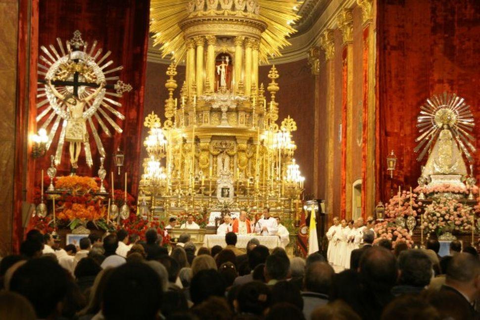 El Senado pidió que los estudiantes vayan a las misas por el Milagro en horario escolar
