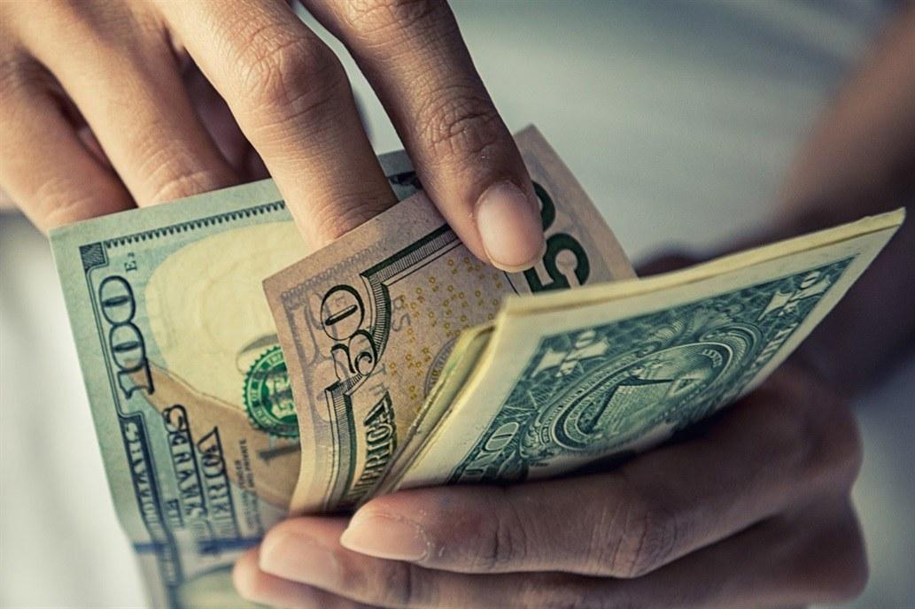 Profundiza su baja y cae por tercer día consecutivo — Dólar hoy