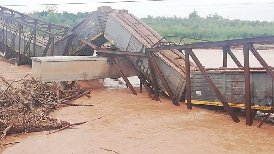 Se volvió a desplomar un puente que refaccionó el Gobierno