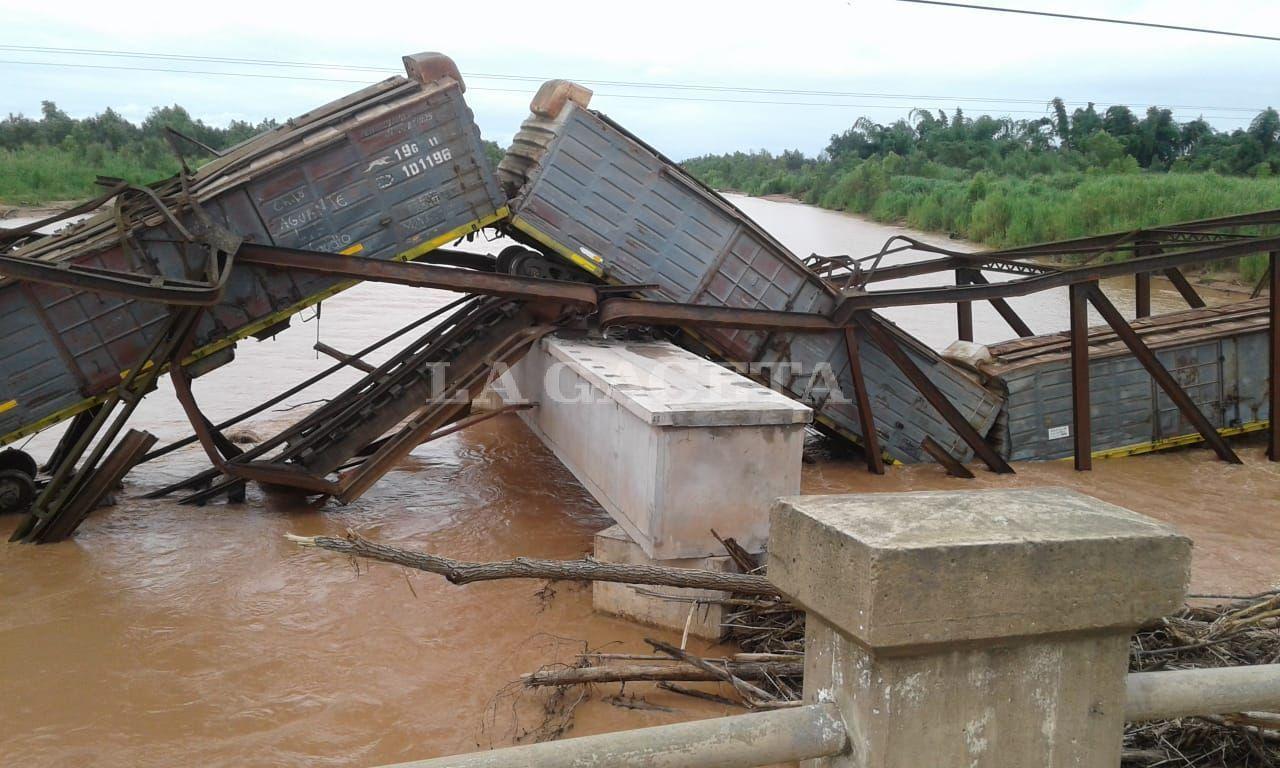 Salta: se desplomó un puente cuando pasaba un tren de cargas