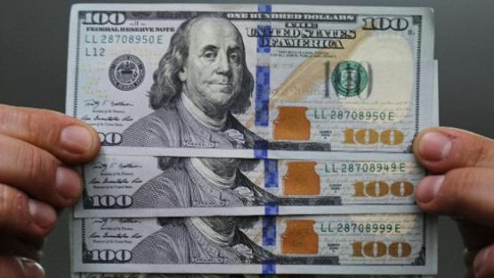 El dólar cerró con una leve baja, a $ 38,75